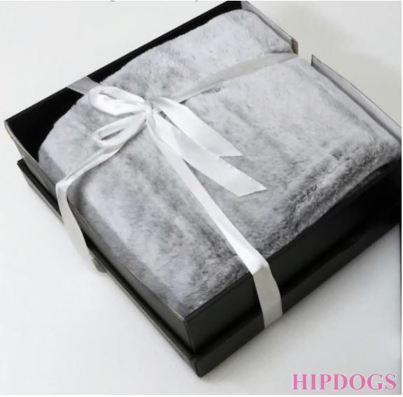 Eh Gia blanket in box grey